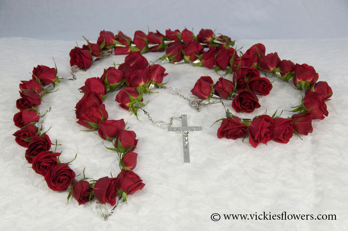 Casket sprays delivered daily vickies flowers brighton co florist casket spray 001 150 plus tax and delivery red rose rosary with silver keep sake crucifix izmirmasajfo Image collections